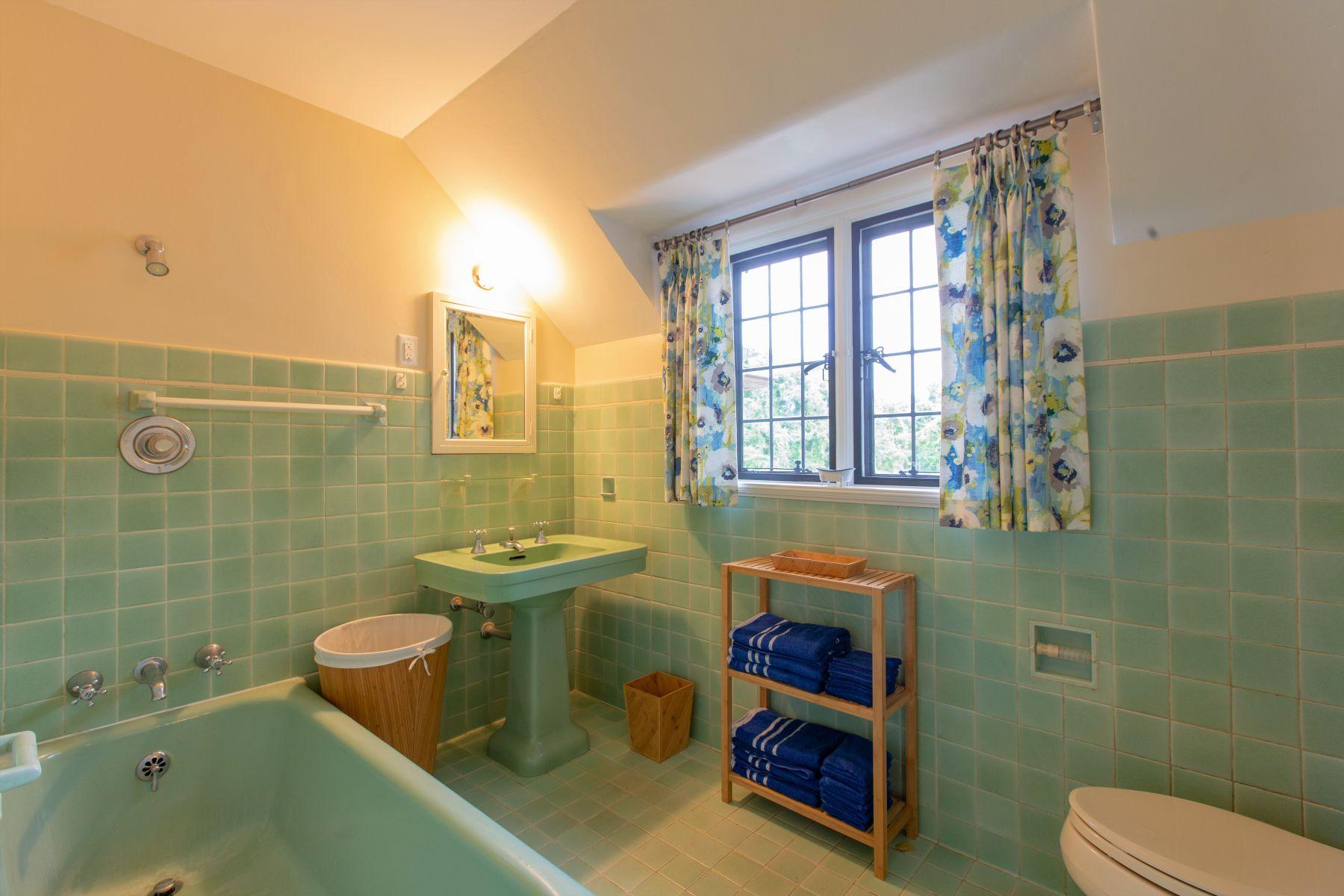 25-Suite-Bath